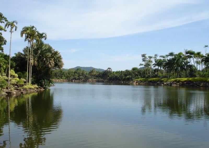 Lagoon at Nong Nooch Gardens