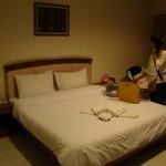 King bed in standard room Kieng Piman Hotel in Mukdahan